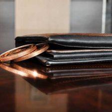 Najít vhodnou půjčku pro dlužníky, která by vám okamžitě pomohla, s řešením špatné finanční situace není nijak snadné. Když máte velké dluhy, jste v exekuci nebo insolvenci, tak vám banka peníze nepůjčí. A i u nebankovních společností to budete mít složité.