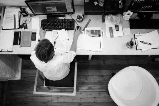 Při ukončení zaměstnání výpovědí nebo dohodou (z důvodů, pro které vám zaměstnavatel může dát výpověď), máte nárok na odstupné. To je obvykle ve výši 1 až 3 průměrné výdělky (výjimečně je to 12 měsíců). V této kalkulačce si můžete spočítat, kolik je minimální zákonné odstupné v roce 2021.